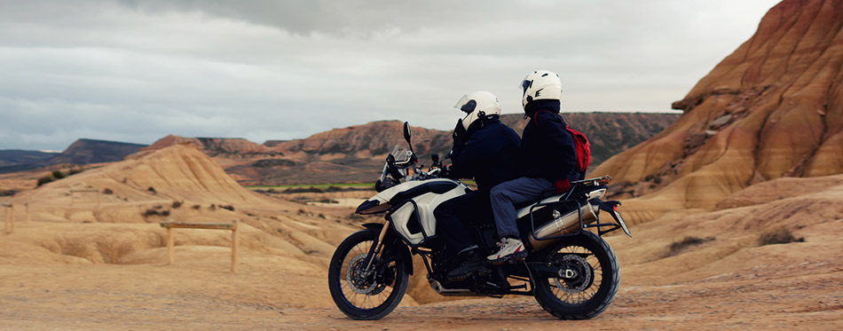 骑摩托车戴的头盔舒适出行